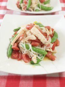 トマトとサラダチキンの洋風そうめん