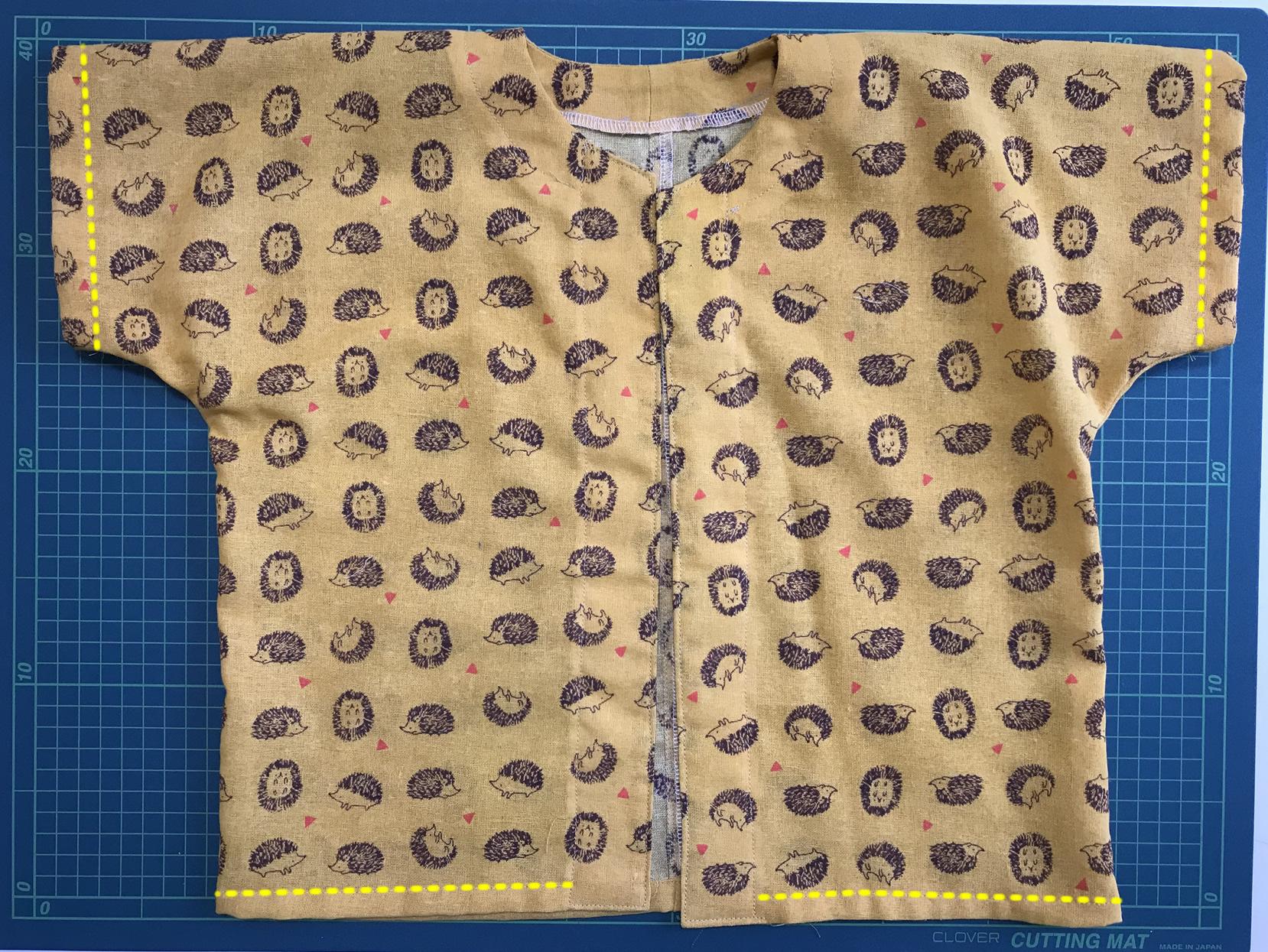 袖と裾を縫う