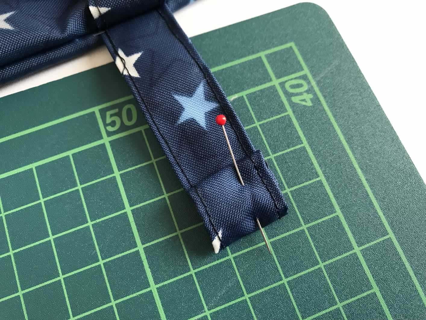 ベルトの端を縫う